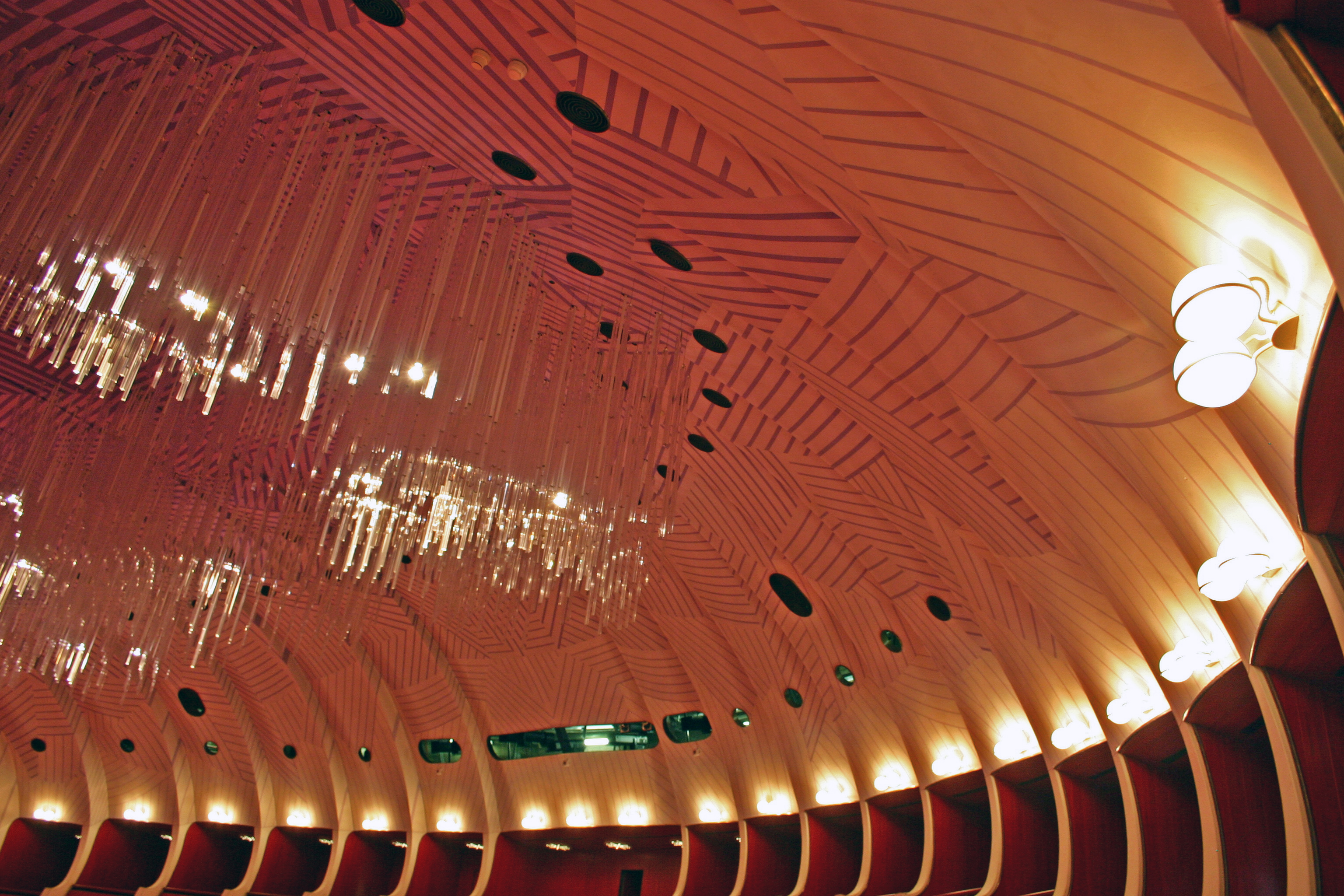 The wooden dome of the auditorium in its typical chromatic gradation from ivory to dark indigo
